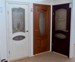 Выставка дверей из массива дерева